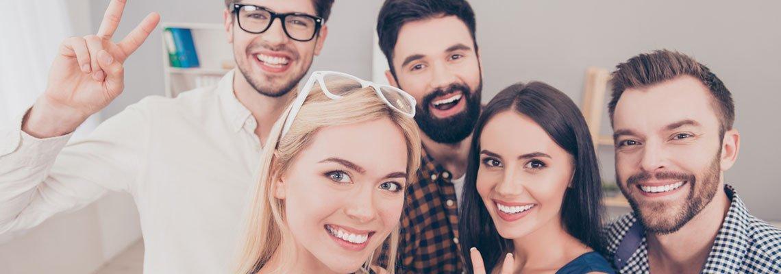 Groupe de personne qui sourient